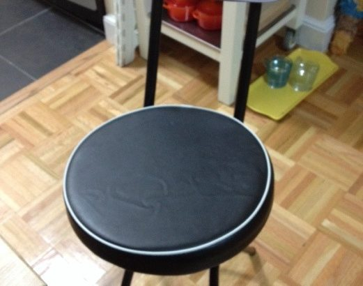 黒ヤギ椅子は栗色娘のもの