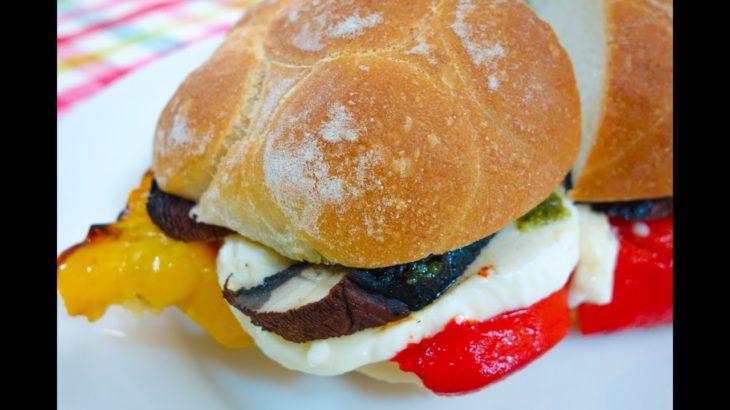 グリル野菜とモッツァレラチーズのサンドイッチ